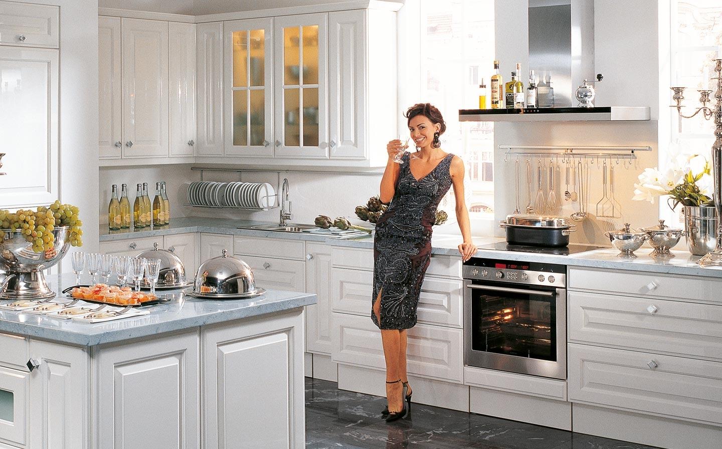 фото с рекламой кухни понятно